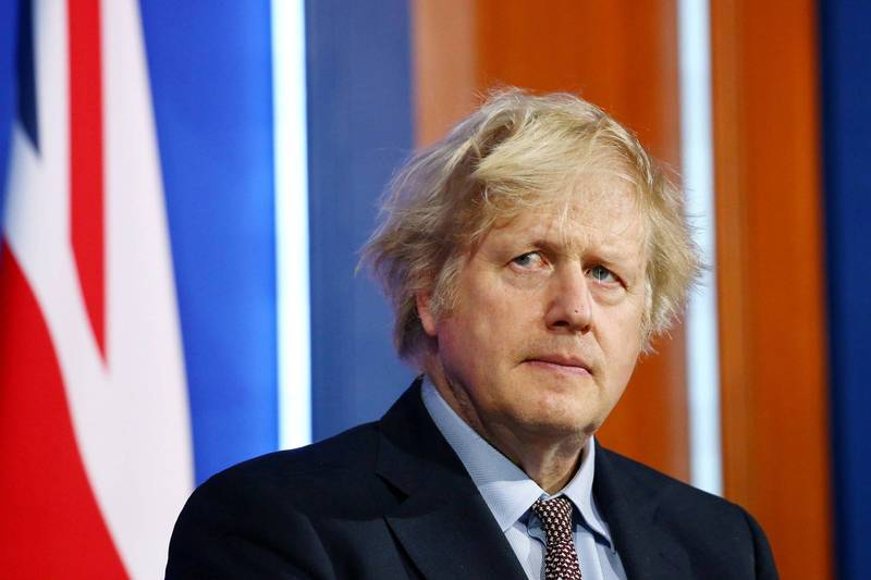 英國首相強森(見圖)宣布預計最快5月即能開放國民至海外旅遊,本月中旬要定點試推「疫苗護照」。(路透)