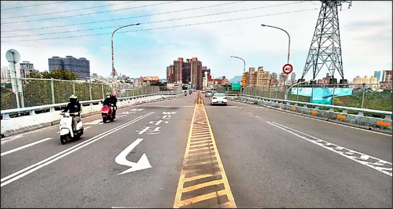 連接板橋和新莊間的新海橋將於4月6日至10日,每天晚間10點至隔日上午6點封閉單向道路進行伸縮縫品質改善,民眾可改由大漢橋通行。(新北市政府工務局提供)