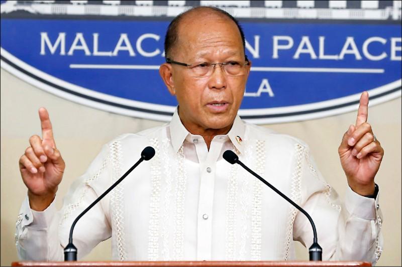 菲律賓國防部長羅倫沙納。(歐新社)