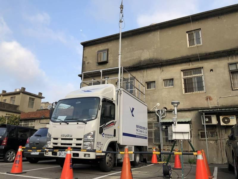 維護境內的空氣品質,新竹縣政府最近祭出移動式空品監測車上路。(圖由縣府提供)