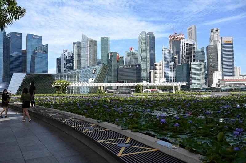 除了來自美國的壓力,還要面對中國政府監管,一些中國科技巨頭轉往新加坡擴展業務。圖為新加坡城市天際線。(法新社)