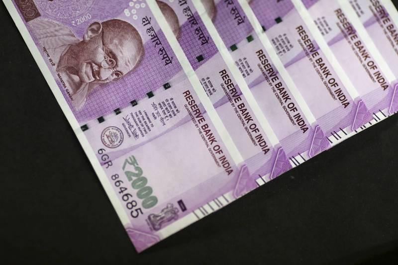 印度2名小偷70萬元盧比(約新台幣27.1萬元),其中一名男子太過高興致使心臟病發,當場昏倒送醫急救。示意圖,與當事人無關。(彭博)