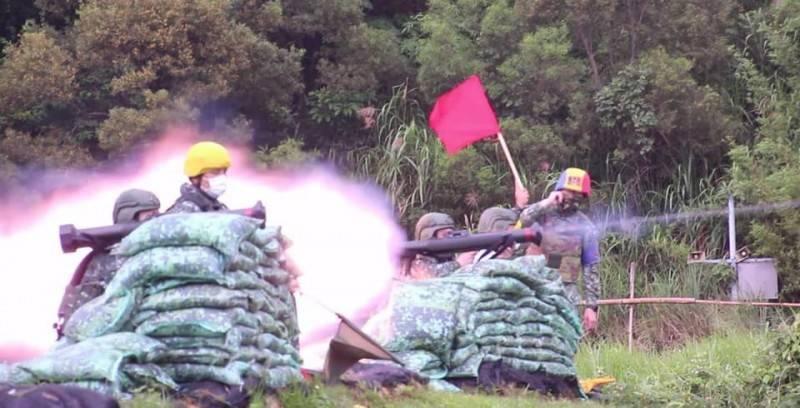 海巡署東沙及南沙指揮部均已配賦紅隼火箭彈,有效反制共軍奪島威脅。圖為憲兵部隊進行紅隼火箭彈實彈射擊。(圖:擷取自憲兵指揮部臉書專頁)
