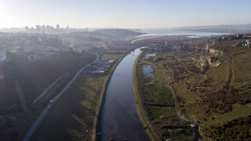 土耳其上月正式批准伊斯坦堡運河計畫,要在伊斯坦堡開闢一條45公里航道連接黑海與地中海。(歐新社)