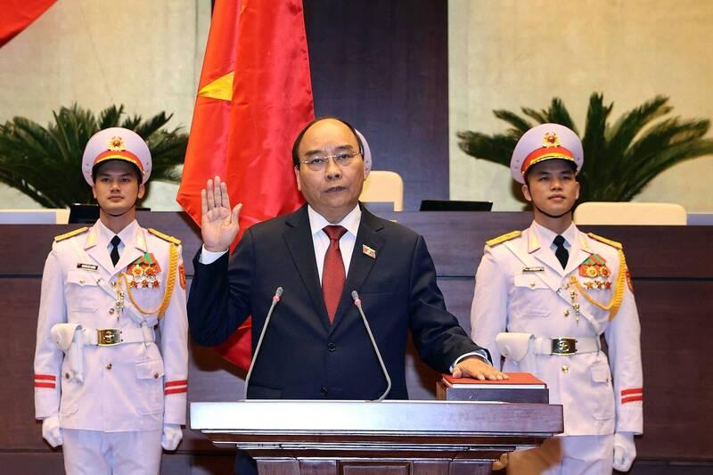 越南國會今天表決通過由阮春福(見圖)接掌國家主席。(法新社)