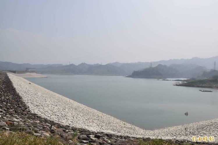 湖山水庫蓄水量42%左右,水情吃緊。(記者林國賢攝)