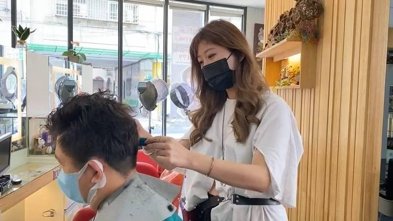 美髮業者節水力道強,2天停水期剪髮不洗髮因應抗旱。(記者張聰秋翻攝)