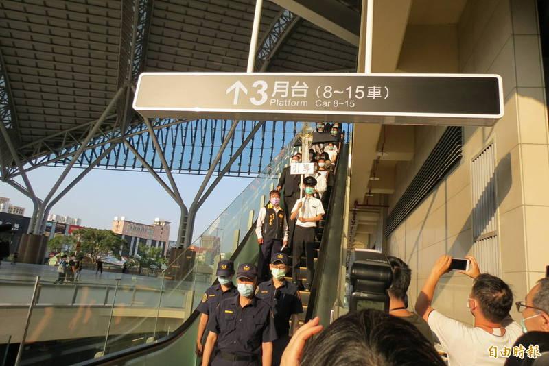殉職的司機員袁淳修今天坐台鐵專列回台中(記者蘇金鳳攝)