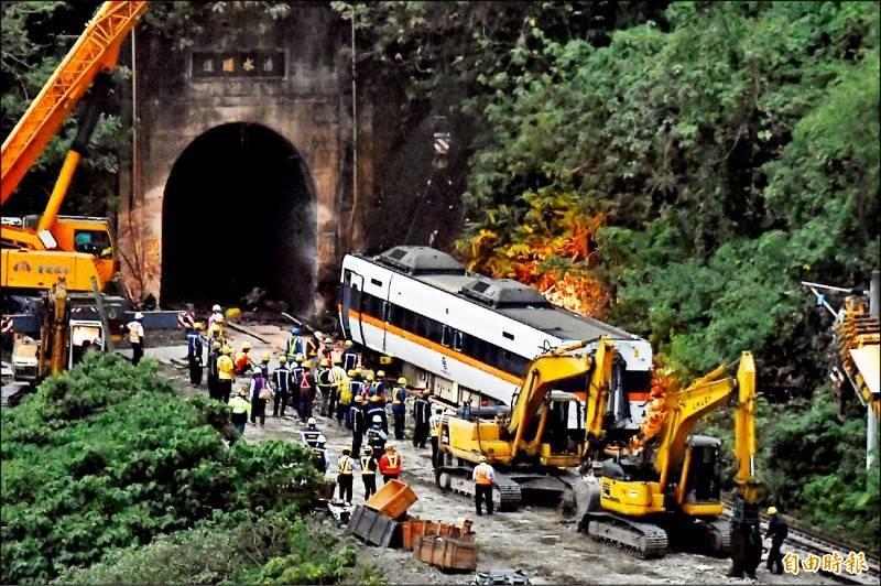 台鐵408次太魯閣號4月2日發生重大出軌意外,社會對台鐵撻伐聲浪不斷。(資料照)