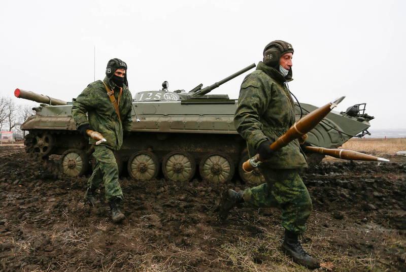 烏克蘭軍方今天(6日)表示,過去24小時內,又有2名官兵在烏克蘭東部頓巴斯衝突中遭親俄武裝分離主義份子殺害,圖為親俄武裝份子。(歐新社資料照)