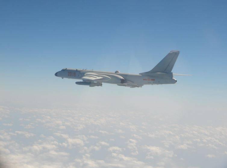上月26日,中共「轟-6K」(見圖)侵入我西南空域,甚至飛越巴士海峽,抵我東部外海活動。(國防部提供)
