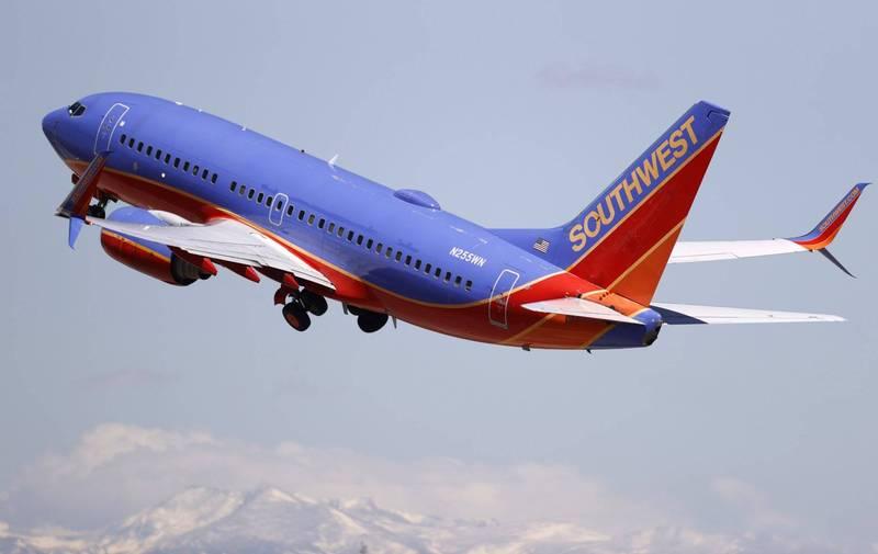隨著美國越來越多民眾接種武肺疫苗,全美多家航空紛紛召回休假中的機師,為之後恢復航班做好準備,例如西南航 空就將召回209人。(美聯社)