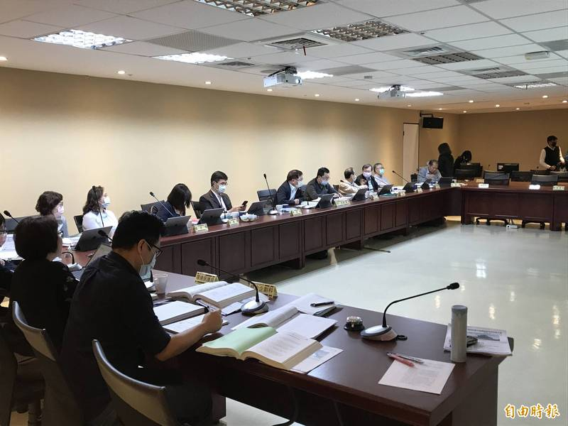 台北市今天針對一果菜及萬大魚類批發市場改建案環差開環評會。(記者蔡思培攝)