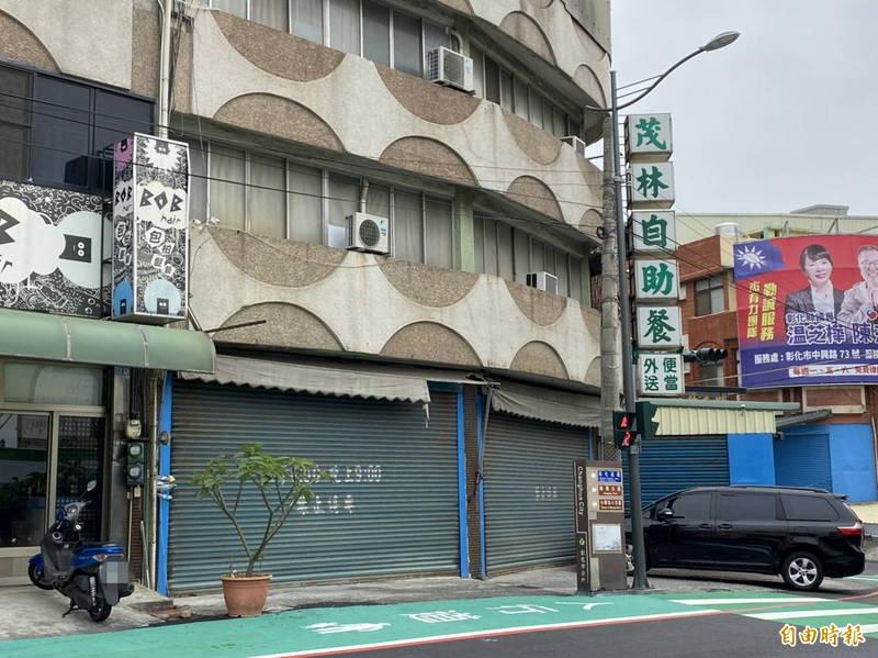 彰中、彰商附近南郭路商圈,大型自助餐店停水期乾脆休息。(記者張聰秋攝)
