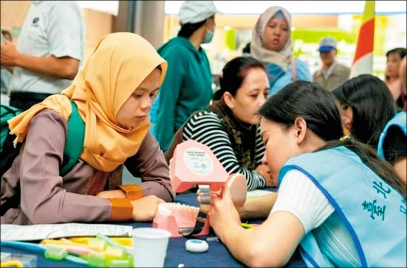 為提升外籍移工的勞動服務品質,台北市勞動局計畫成立「移工學校」。(勞動局提供)