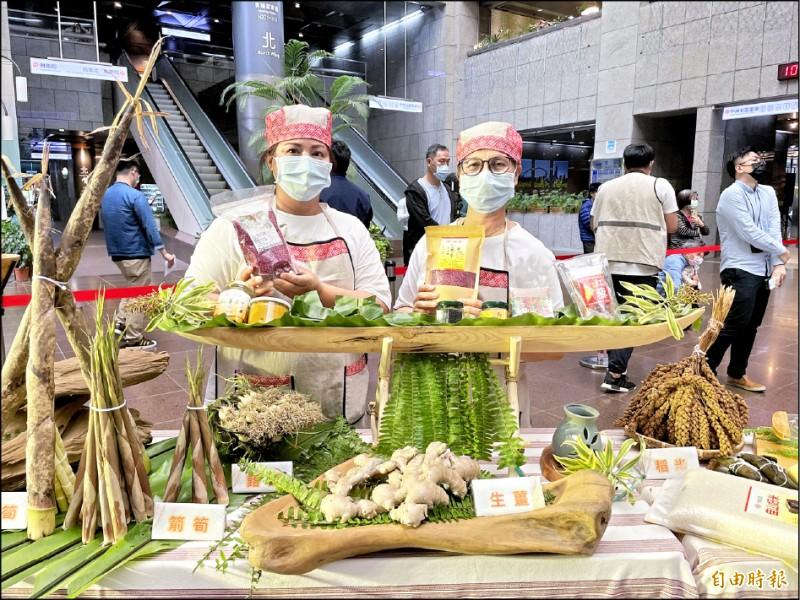 秀林鄉公所今年首度移師台北推廣農特產。(記者鄭名翔攝)
