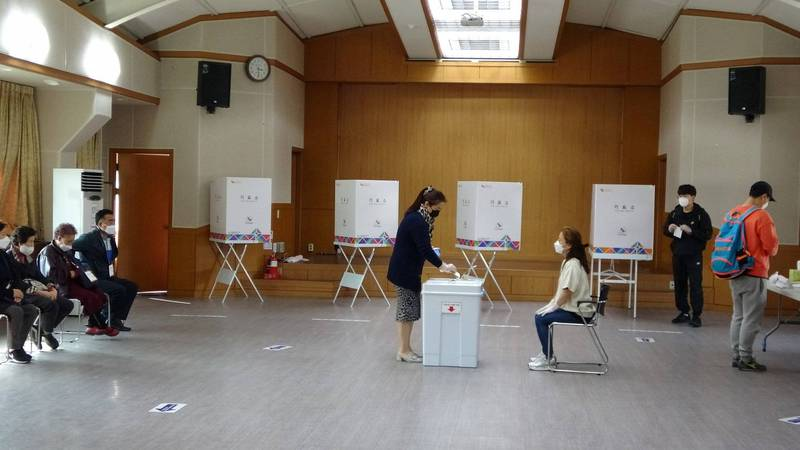 韓國首爾、釜山市長補選 出口民調:在野黨壓倒性勝利 - 國際 - 自由時