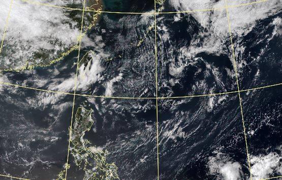 美國氣象專家在推特指出,菲律賓海發展中的低壓未來可能受到赤道對流與對流層氣壓場影響,將它推往南方發展。(圖取自中央氣象局)