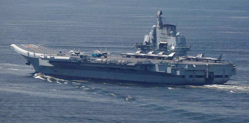 中國航空母艦「遼寧號」編隊在清明節連假期間,通過日本沖繩本島與宮古島之間海峽南下。(路透)