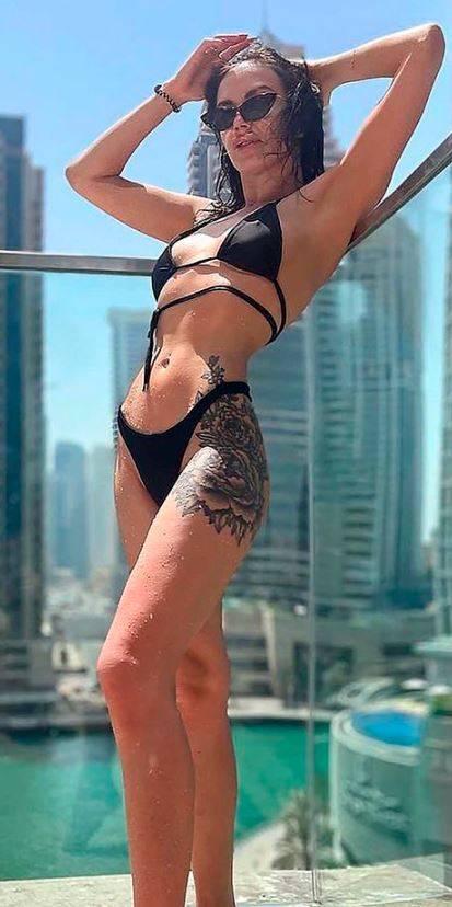 25歲左右的烏克蘭女模特Yana因大腿刺青被認出。(擷取自IG)