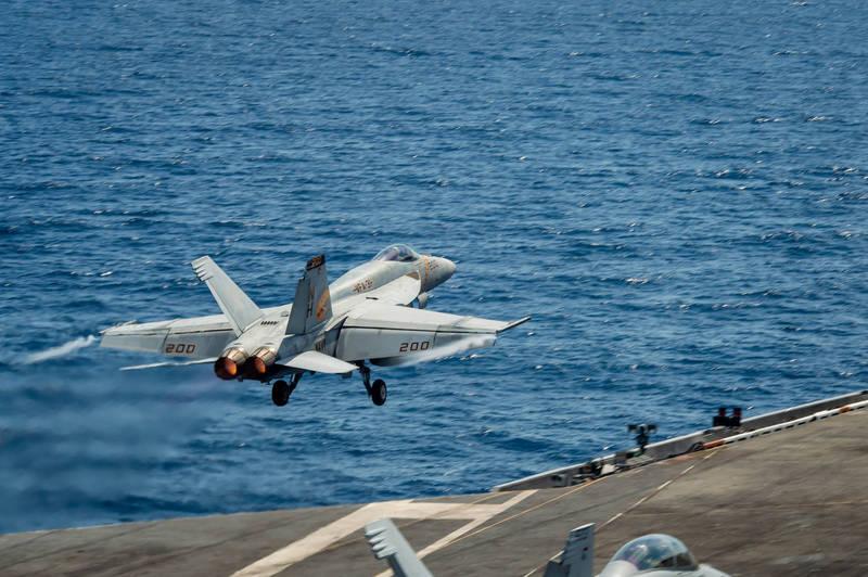 美國「羅斯福號」航艦打擊群4日回到南海,6日至7日與馬來西亞皇家空軍進行雙邊演習,雙方展開異種機型空戰訓練。(圖取自美國第七艦隊)