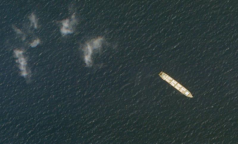 伊朗貨船薩維茲號在紅海吉布地海岸附近遭爆炸攻擊。圖為薩維茲號2020年在紅海的衛星照。(資料照,美聯社)