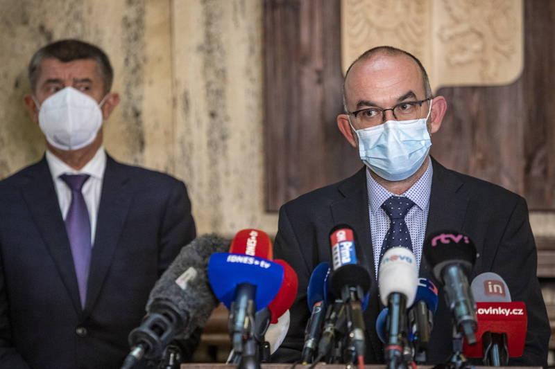 捷克衛生部長布拉特尼(圖右)防疫理念與總理巴比斯(圖左)不合,遭到撤換。(歐新社資料照)