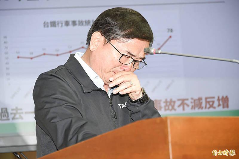 Democratic Progressive Party Legislator Liu Chao-hao cries at a Transportation Committee meeting at the Legislative Yuan in Taipei yesterday. Photo: Tu Chien-jung, Taipei Times