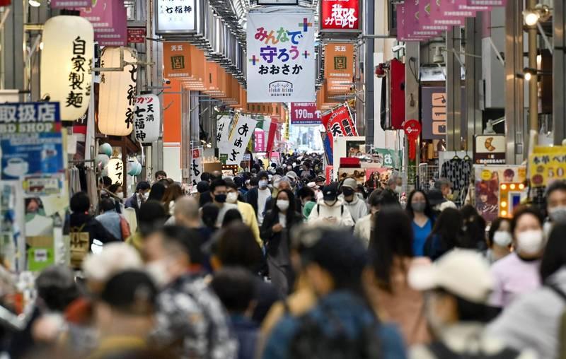 近日疫情最嚴重的大阪今日再增878例確診,為疫情以來最高紀錄。圖為大阪。(路透)