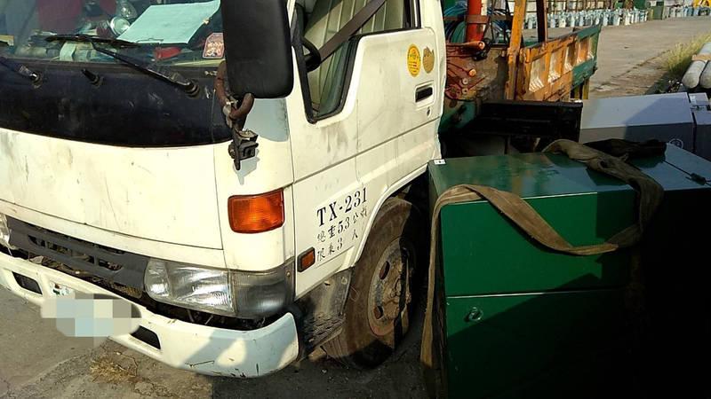 台南一名工人今早在吊掛電箱時,不慎遭重達600公斤電箱壓傷,工人當場無呼吸心跳,送醫不治。 (民眾提供)