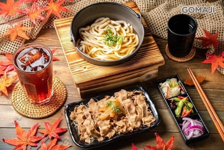 高雄王姓男子為了烏龍麵套餐裡的「牛丼為什麼沒有飯」怒告店家詐欺。(翻攝團購網套餐內容)