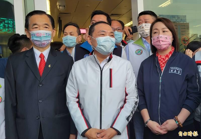 新北市長侯友宜指出,第二批AZ疫苗開放地方防疫人員施打,身為地方首長,他一定帶頭施打。(記者何玉華攝)
