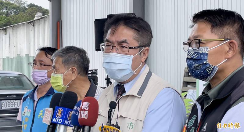 台南市長黃偉哲今針對台鐵改革發表看法。(記者萬于甄攝)
