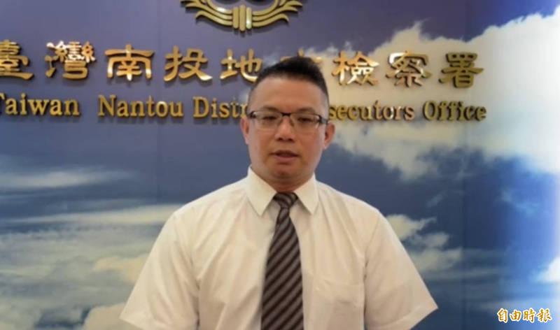 南投地檢署主任檢察官吳錦龍,說明3歲男童遭父母虐死案偵辦情況和處分。(記者陳鳳麗攝)