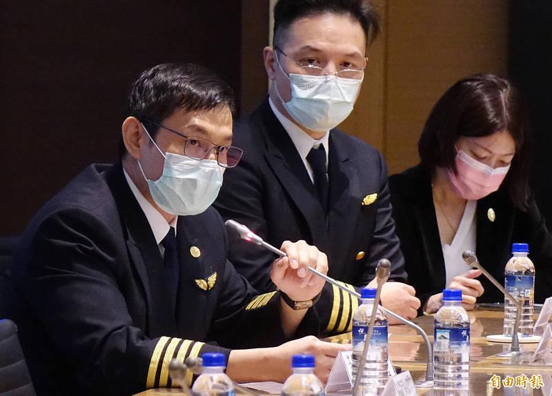 華航744機隊正機師陳建財表示,國籍組員確診人數為零,科學數據顯示政策上的執行有效,希望可以跟疾管署協調繼續放寬檢疫規定。(記者朱沛雄攝)