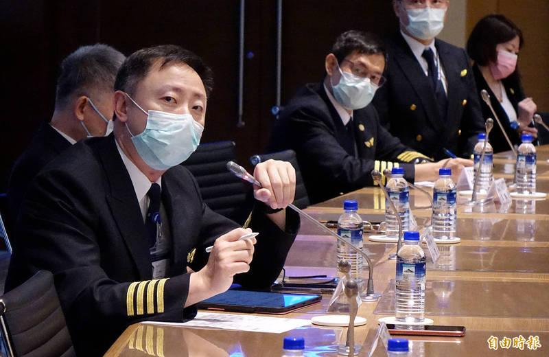 777機隊總機師盧希文表示,曾有組員的太太臨盆前出狀況,卻因居家隔離問題無法陪太太到院就醫,希望中央疫情指揮中心能再放寬5天居家隔離的規定。(記者朱沛雄攝)