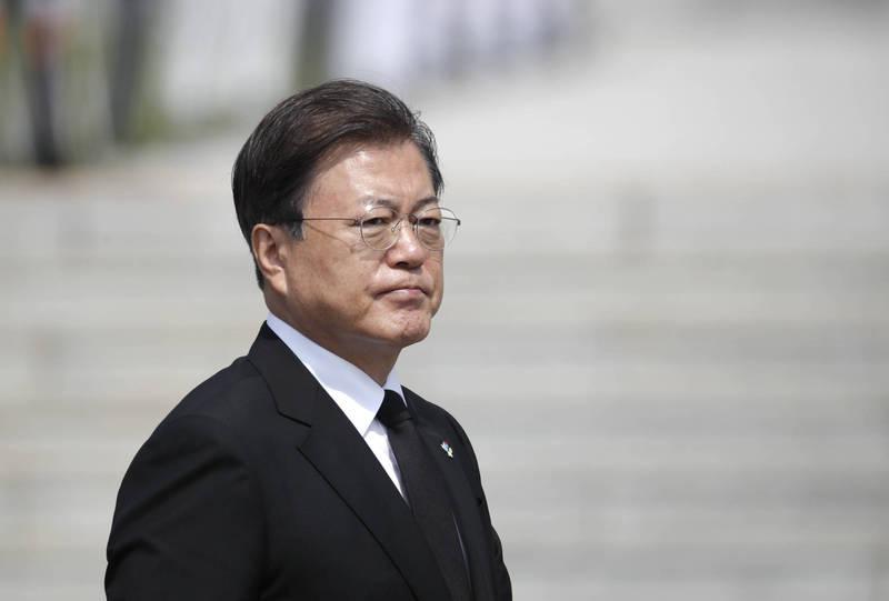 昨地方補選執政黨慘敗,南韓總統文在寅對此表示,嚴肅接受國民的問責,「今後將以更低的姿態和更大的責任感治國理政」。(美聯社)