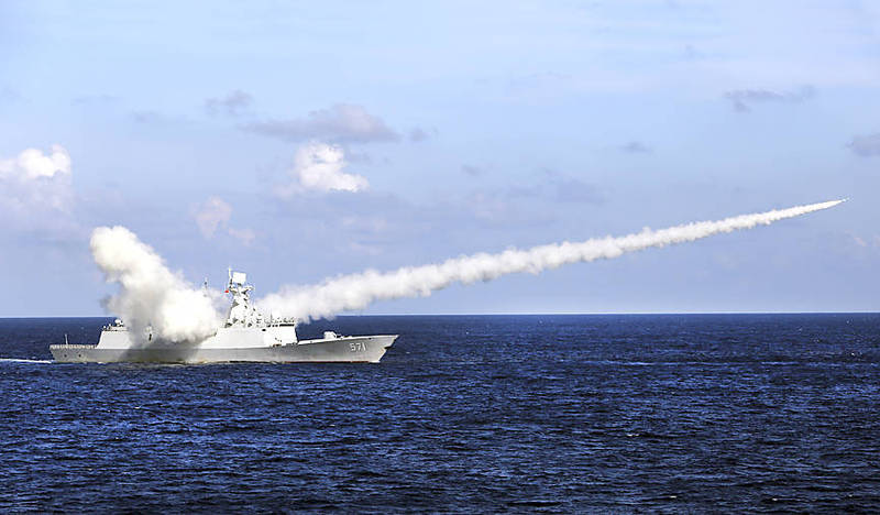 The Chinese missile frigate Yuncheng launches an anti-ship missile during a military exercise in the waters near China's Hainan Island on July 8, 2016. Photo: Zha Chunming / Xinhua via AP
