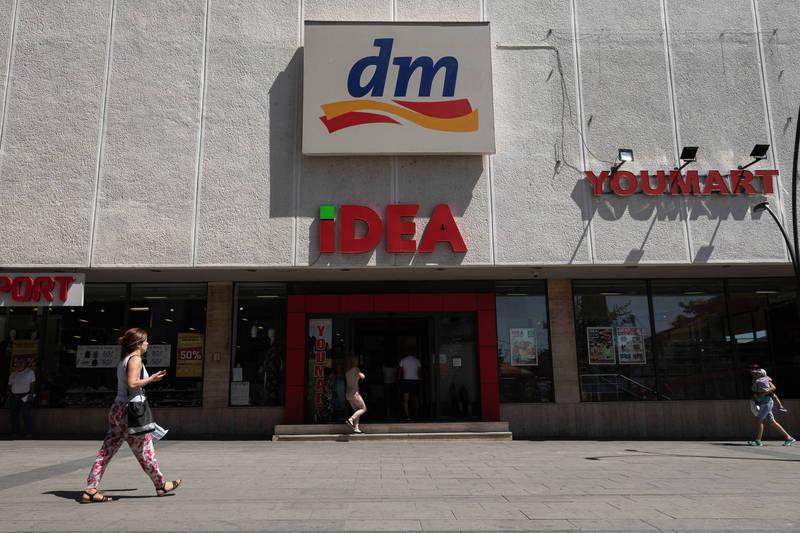 德國18歲青年萊曼,因為繼承了父親在德國最大藥妝連鎖店Dm-drogerie markt一半的股份,一躍成為全球最年輕的富豪。(彭博)