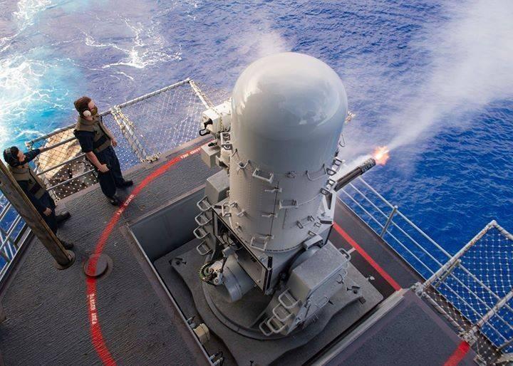 我國向美國採購新型的「MK-15 BLOCK 1B基準2型」方陣快砲,已在今年上半年陸續交運台灣。圖為美軍進行Block 1B方陣快砲實彈射擊驗證。(圖:擷取自美軍太平洋艦隊臉書專頁)