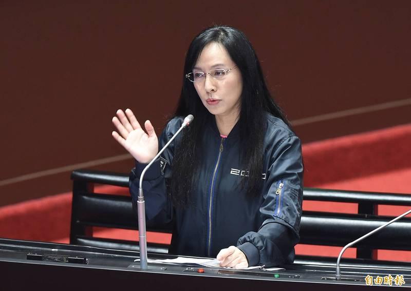 立法委員陳瑩今日下午在立法院交通委員會質詢時,代太魯閣號一位罹難者家屬念出他的心聲。(資料照)