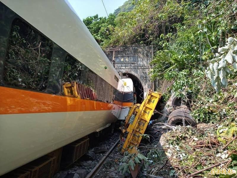 台鐵出軌》司機撞擊前收到異物警訊? 台鐵局:系統尚未建置
