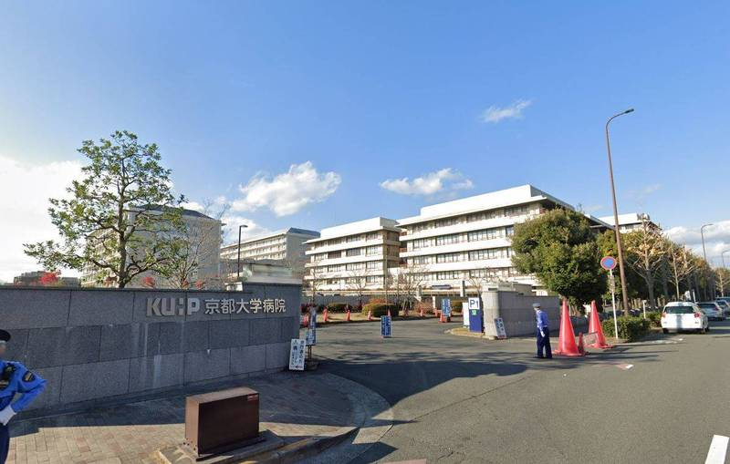 日本京都大學醫院8日公布,該院7日成功為一名武漢肺炎(新型冠狀病毒病,COVID-19)女性患者進行肺臟活體移植手術,臟器提供者為女性的丈夫與兒子,創下為武漢肺炎患者進行肺部活體移植的全球首例。(截自GOOGLE MAP)