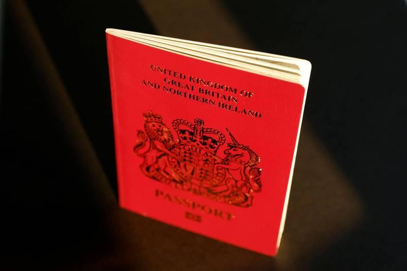 陸續有港人透過BNO簽證移居英國。(路透)