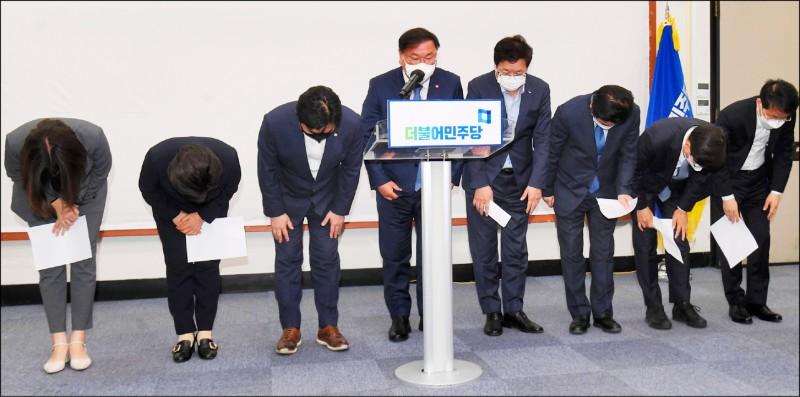 首爾、釜山市長補選大敗 文在寅跛腳