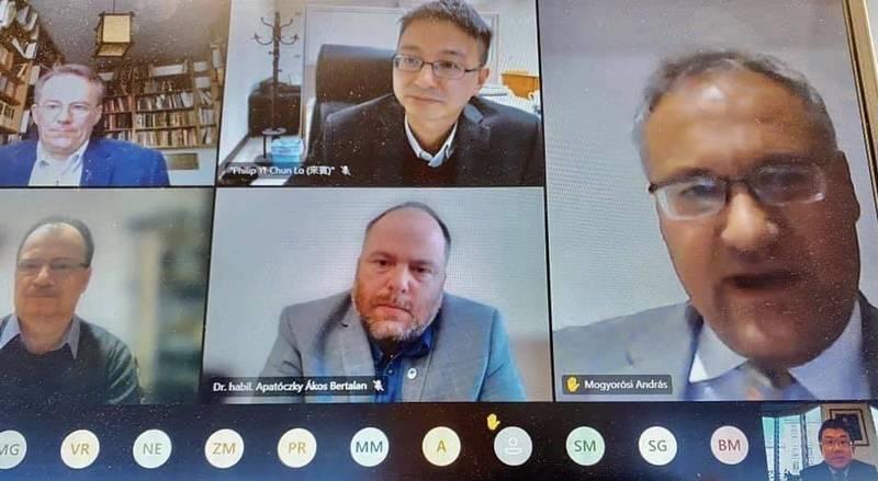 駐匈牙利代表處今與卡洛里大學舉行視訊會議,向匈國社會說明台灣成功的防疫經驗。(取自駐匈牙利代表處)