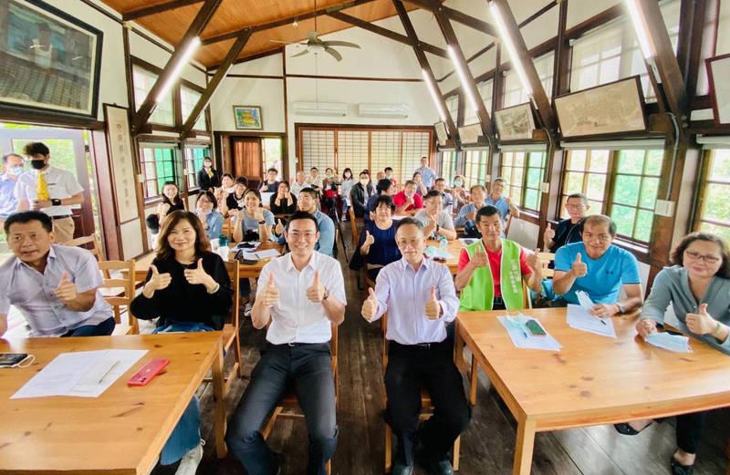 南市農業局今天(9日)邀集64家休閒農業業者開會,商討推動農遊。(記者楊金城翻攝)