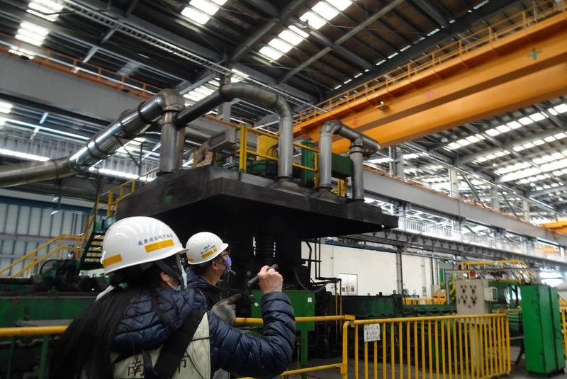 南市勞工局強化工廠檢查,提升職場作業安全。(南市勞工局提供)