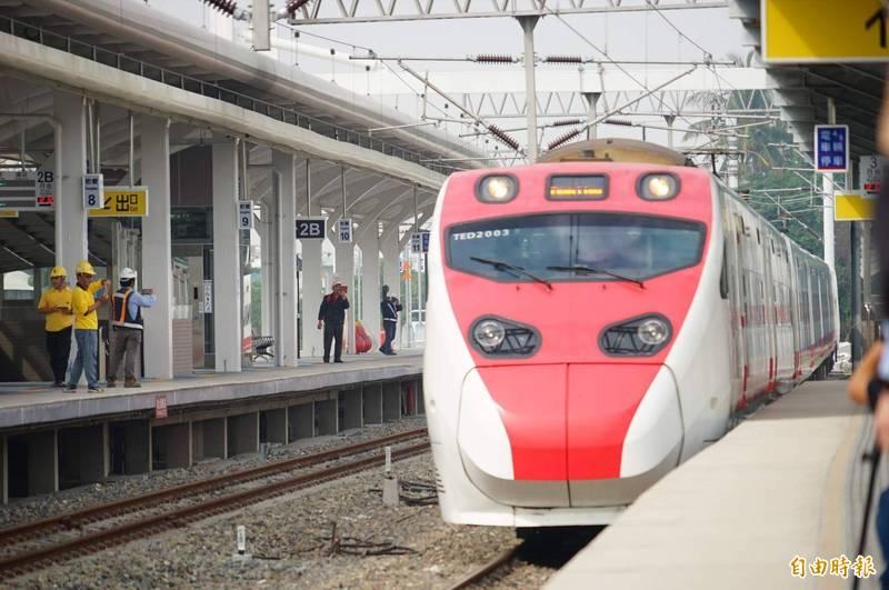 台鐵企業工會表示,要讓台鐵先有競爭力,改革才會有動力,因此呼籲解除台北-高雄對開班次的限制,將普悠瑪號、太魯閣號移撥至西部幹線載客。(資料照)