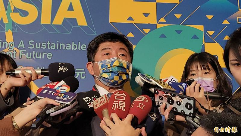 衛生福利部長陳時中今(10)日上午表示,AZ疫苗會在下週公布開放給那些人施打、費用,施打地點會在醫院,以1萬劑為目標。(記者何玉華攝)